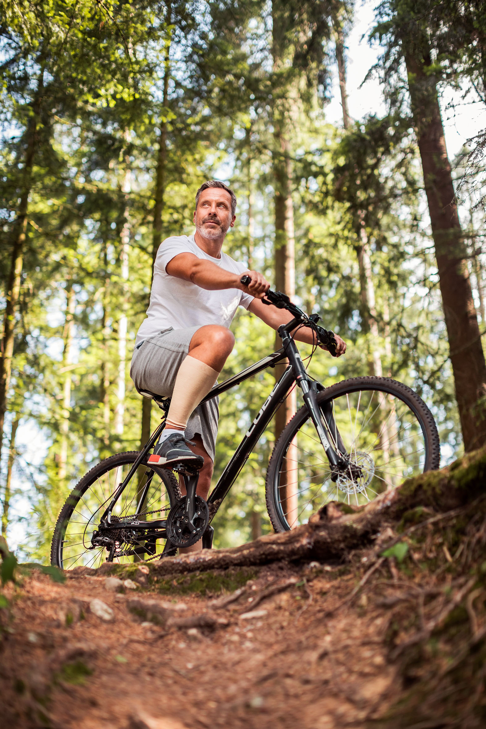 Best Ager mit Mountain Bike